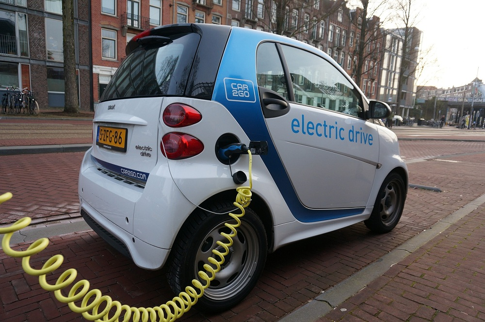 Is It Time to Phase Out Old Cars in Favor of Electric Cars?