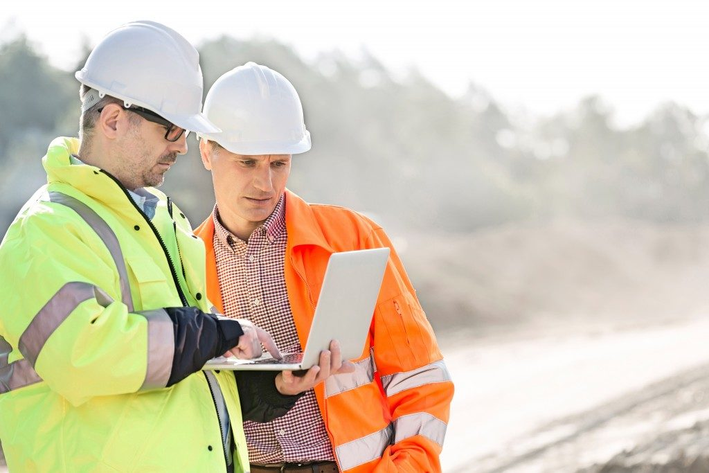 engineers discussing a project at the construction site