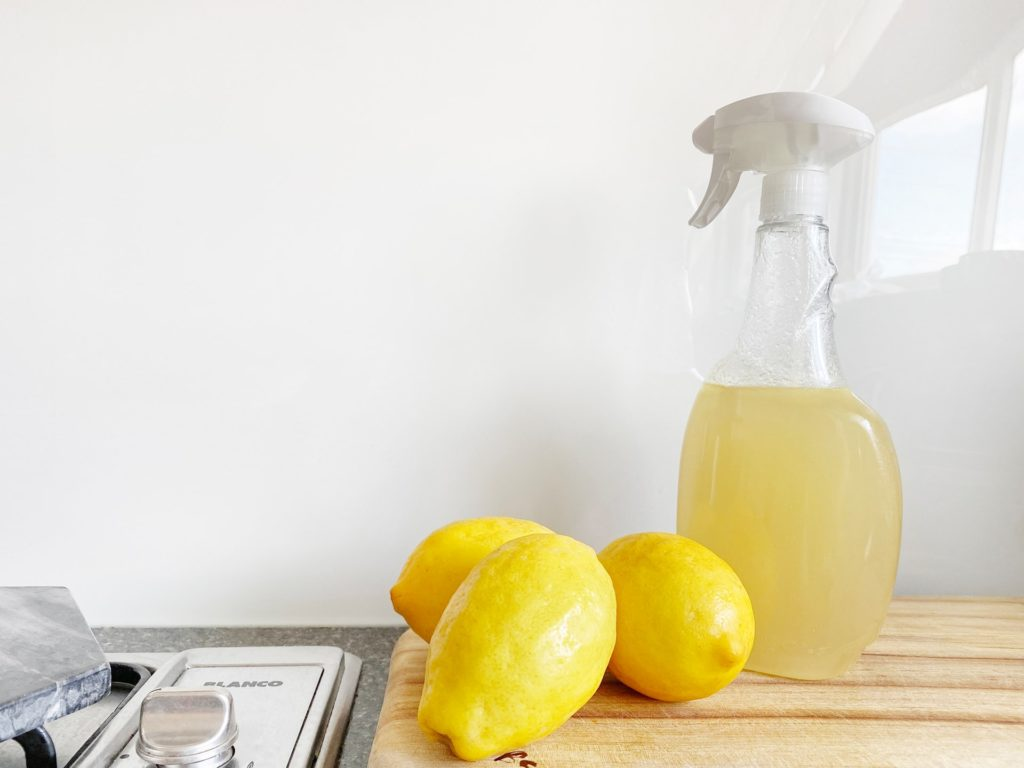 lemon-as-cleaning-agent